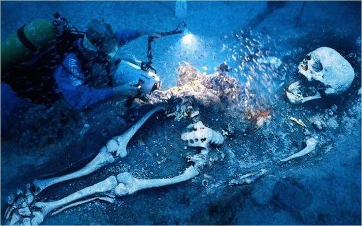 gigante bajo el agua